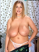 Busty red-head Jessica justice taking it off and showing her boulders.